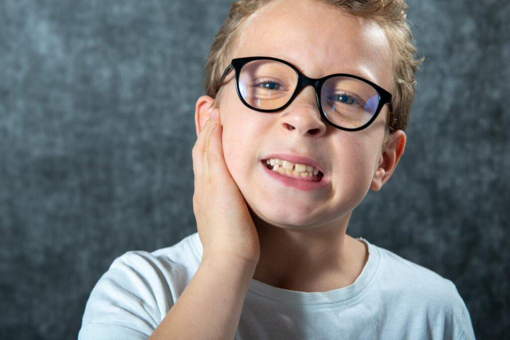 Bambino dolore all'orecchio